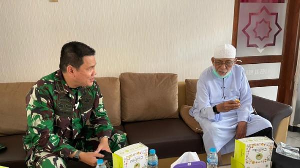 Danrem Warastratama Kunjungi Ustaz Abu Bakar Ba'asyir Pascabebas, Ini yang Dibahas