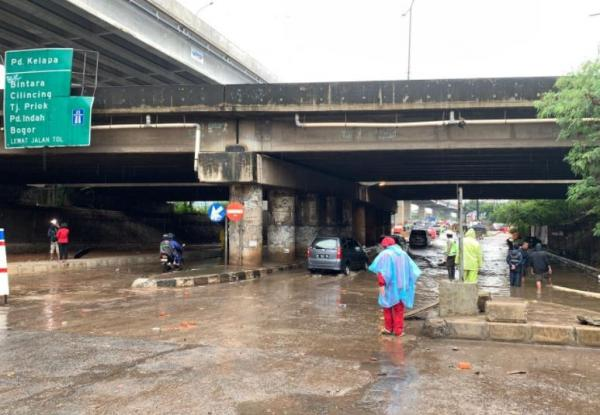 Video Satu Jam Lumpuh Akses Jalan Kalimalang Bisa Dilewati