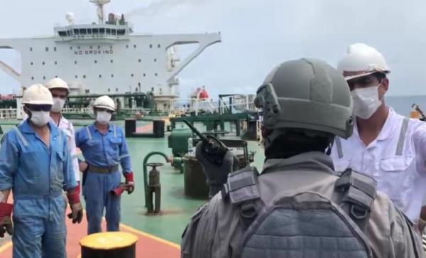 Diamankan Bakamla, 2 Kapal Tanker Asing Diduga Transfer BBM Ilegal di Perairan Pontianak