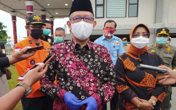 Gubernur Sutarmidji Terima Lima Jenazah Sekeluarga Korban Sriwijaya Air