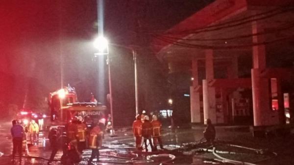5 Ledakan Terjadi saat SPBU di Margomulyo Surabaya Terbakar
