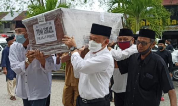 Lima Jenazah Sekeluarga Korban Sriwijaya Air Dimakamkan Satu Liang Kubur di Pontianak