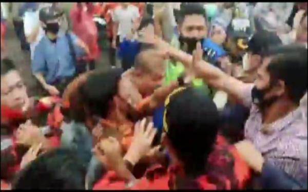 Tak Punya Uang Beli Sabu, Pria di Palembang Bakar 18 Rumah