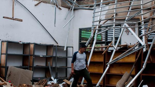 Atap Gedung SMAN 12 Pandeglang Ambruk Diterjang Angin Kencang
