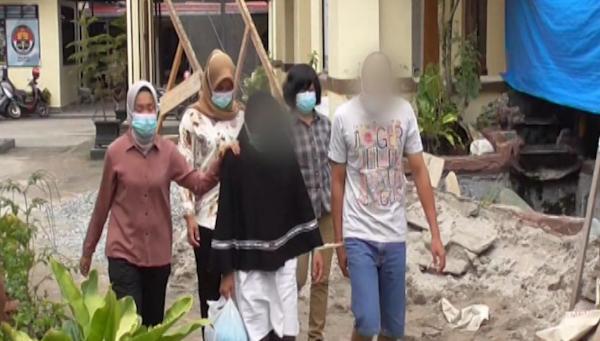Video Pasutri di Bukittinggi Bersekongkol Perkosa Karyawan Toko