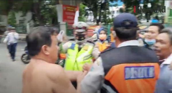 Video Razia Parkir Liar Berujung Ricuh di Pasar Karang Anyar