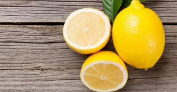 Trik Hilangkan Bau Badan Paling Praktis, Salah Satunya Ada Air Lemon Dioles di Ketiak