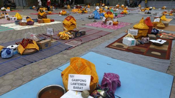 Tradisi Kenduri Maulid Akhir Nabi Muhammad di Aceh, Warga Makan Bersama