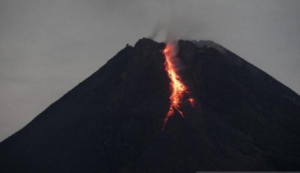Gunung Merapi Luncurkan Lava Pijar Lagi hingga 18 Kali, Jarak Maksimal hingga 1.800 Meter