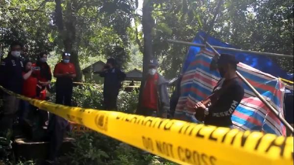 Dalami Kasus Pembunuhan Kasus Dukun Santet, Polisi Bongkar Makam Korban