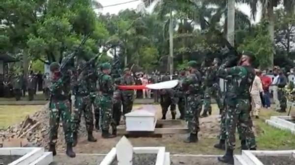 Prada Ginanjar Arianda Dimakamkan di TMP Kusuma Bangsa Kota Banjar