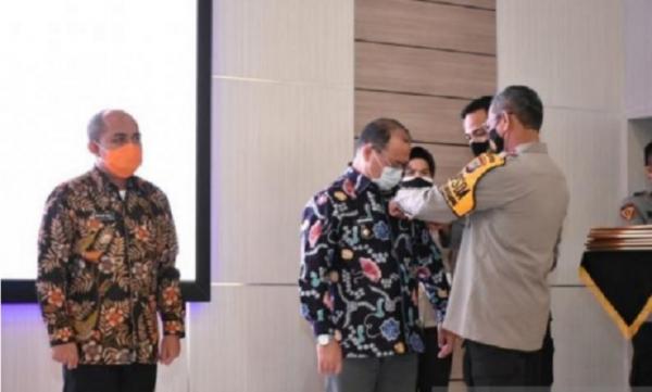Gubernur Babel Erzaldi Rosman Terima Pin Emas Kehormatan Kapolri