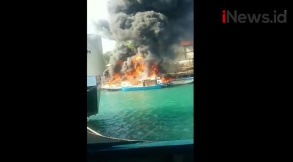 Video 4 Kapal Sitaan Bea Cukai di Batam Terbakar