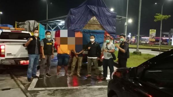 Angkut Rokok Ilegal, Truk Ditangkap Petugas Bea Cukai di Rest Area tol Solo-Ngawi