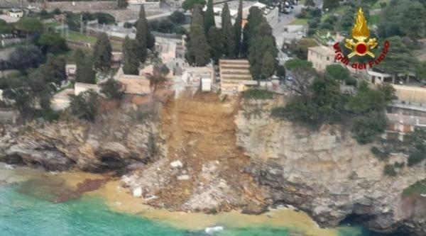 Ngeri, 200 Peti Jenazah Jatuh ke Laut Setelah Pemakaman di Pinggir Tebing Longsor