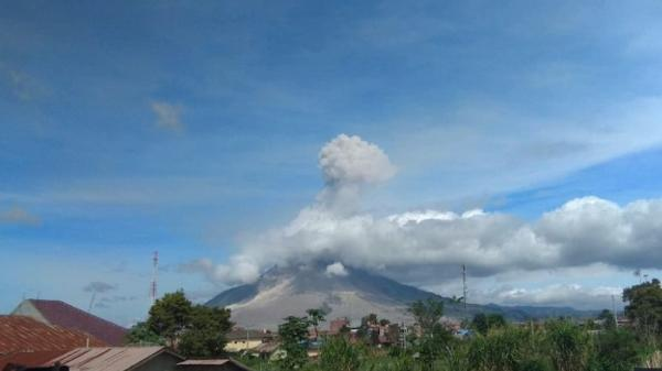 Gunung Sinabung Erupsi, Tinggi Kolom Abu Capai 1,5 Km