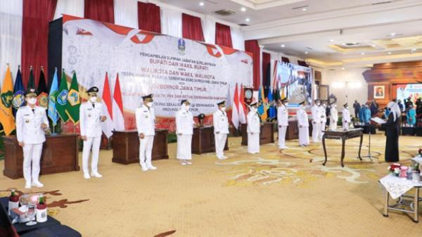 Gubernur Jatim Khofifah Indar Parawansa Lantik 17 Kepala Daerah Hasil Pilkada