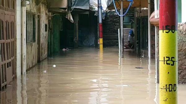 Kebon Pala Jaktim Banjir Lagi, Ketinggian Air Capai 1 Meter