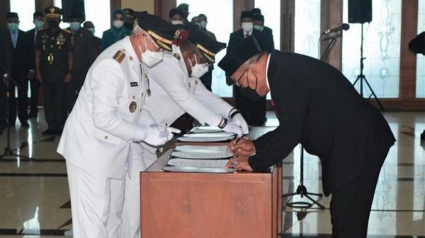 Pimpinan Daerah Kepulauan Aru dan SBT Dilantik Langsung dengan Terapkan ProkesKetat