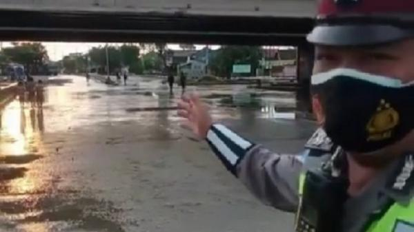 Banjir di Jalan Kaligawe Surut, Arus Lalin Normal Kembali
