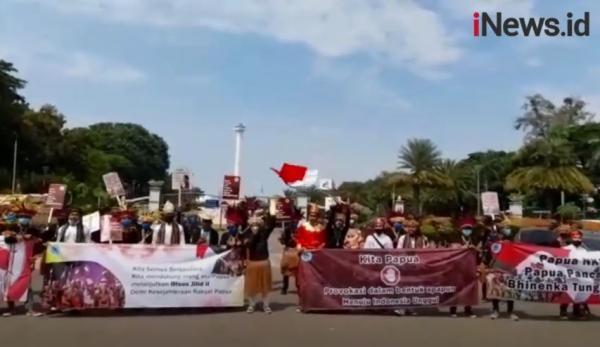 Video Warga Papua Gelar Pawai Pakai Baju Adat Dukung Otonomi Khusus Jilid II