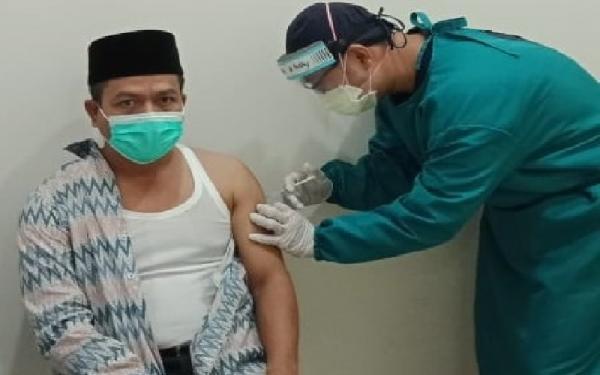 Disuntik Vaksin Covid-19, Bupati Bandung Minta Warga Doakan Kesehatannya
