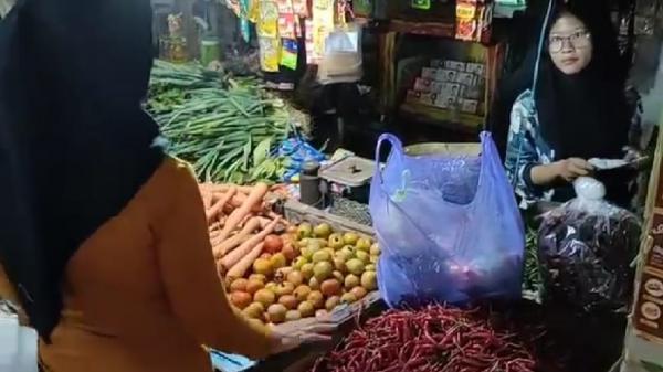 Akibat Cuaca Buruk, Harga Cabai di Cirebon Naik, Tembus Rp55.000 Per Kg