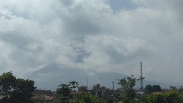 Gunung Sinabung Kembali Erupsi, Luncurkan Guguran Awan Panas Sejauh 2 Km