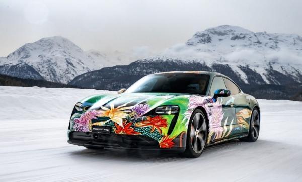 Mobil Listrik Porsche Taycan Bermotif Bunga Ini Dilelang
