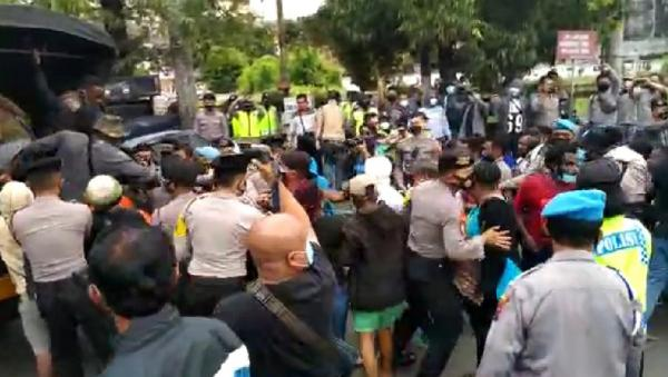 Demo Otsus Papua di Semarang Ricuh, 30 Orang Diamankan Polisi