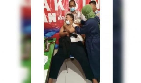 Viral, Pegawai Pertanahan Berbadan Gempal Nangis saat Disuntik Vaksin