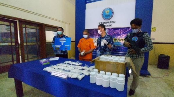 Jual Narkoba demi Hidupi 2 Adik, Penjual Kebab di Gresik Ditangkap Petugas BNNK