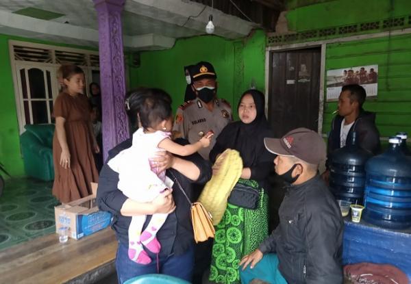 Ibu di Jonggol Bogor Tega Tinggalkan Bayi Berusia 14 Bulan di Depan Warung