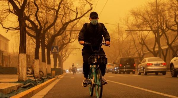 Angin Kencang Bercampur Debu Terjang Beijing, Kecepatan Capai 79,6 Km Per Jam