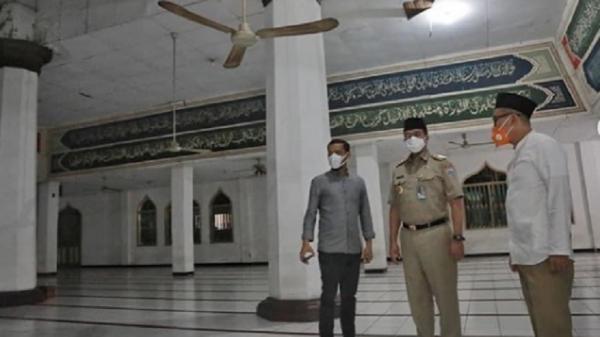 Anies Baswedan Salat Subuh di Masjid Nurul Abrar, Netizen: Umara yang Cinta Ulama