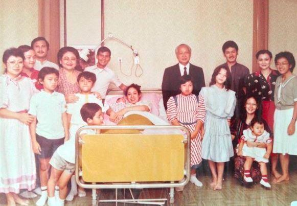 Prabowo Subianto Unggah Foto Lawas Kelahiran Didit, Ada Soeharto dan Ibu Tien