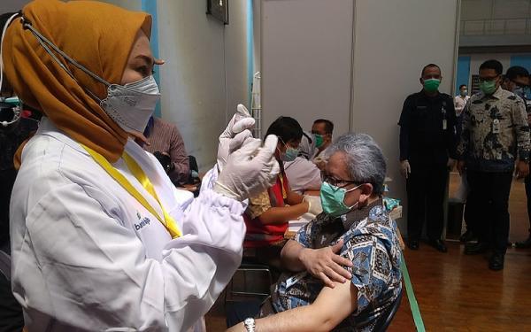 Kejar Target Herd Immunity, Ribuan Bankir di Bandung Divaksinasi Covid-19