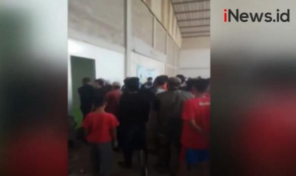 Video Ratusan Warga Geruduk Pabrik Kosmetik di Padalarang Tuntut Pekerjaan