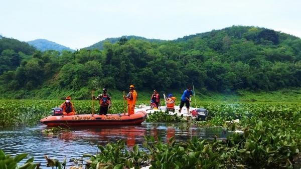 Asyik Mancing, Lansia Jatuh dan Tenggelam di Sungai Citarum, Dicari Sampai Sore Nihil