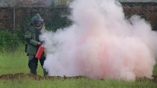 Detik-Detik Tim Gegana Ledakkan Bahan Baku Bom Milik Terduga Teroris
