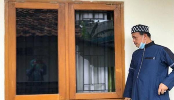 Terekam CCTV, Rumah Ketua Umum PA 212 Dirusak Orang Tak Dikenal
