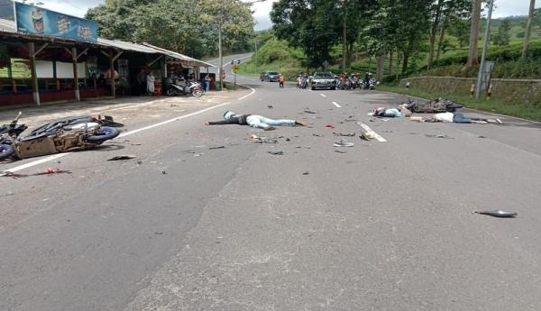 2 Sepeda Motor Tabrakan Adu Banteng di Ciater Subang, Korban Tergeletak di Jalan