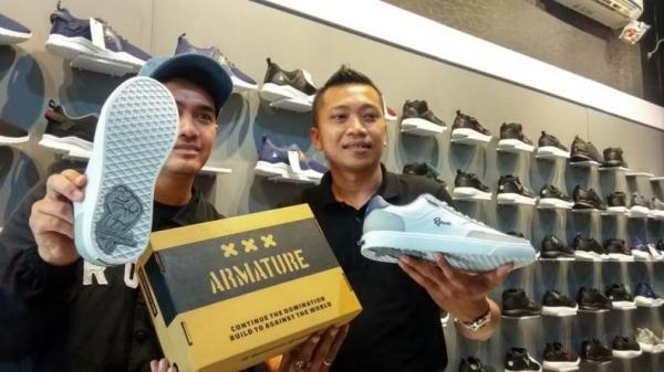 2 Brand Lokal Soloraya Berkolaborasi Luncurkan Sepatu Limited Edition