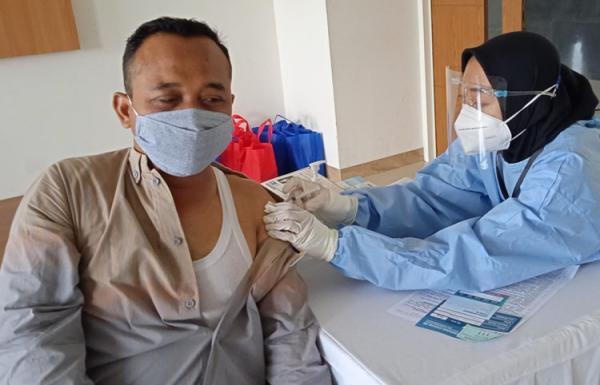 Cegah Penularan Covid-19, Dosen dan Tendik UAD Disuntik Vaksin