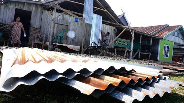 5 Rumah Rusak Berat Diterjang Angin Kencang di Mamuju