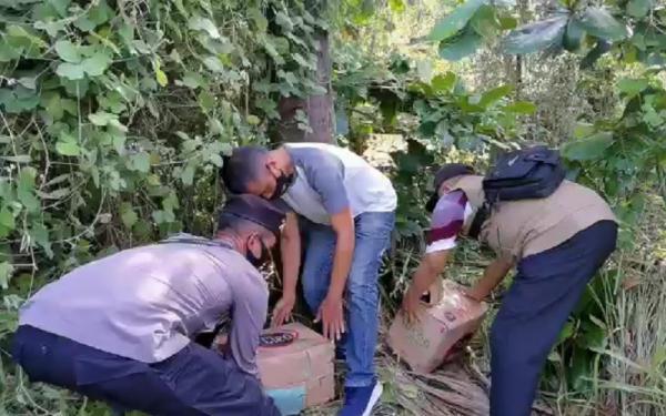 Polisi Sita Ribuan Liter Miras, Barang Sempat Disembunyikan di Semak-Semak