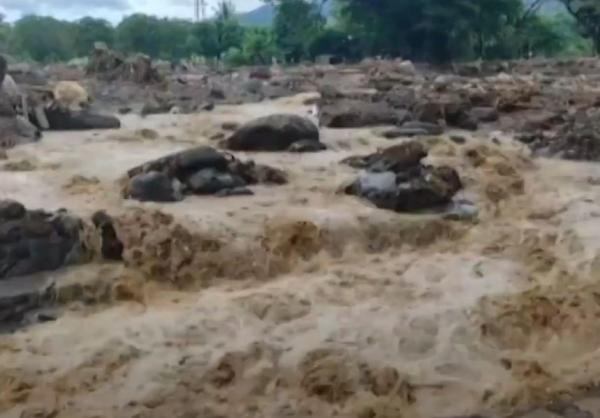Video Warga Korban Banjir Adonara Sulit Dapatkan Minyak Tanah