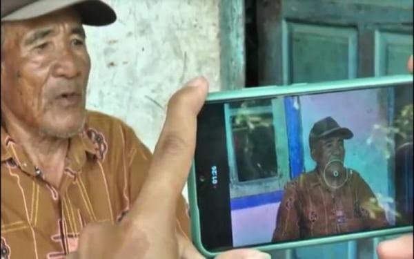 Lambaikan Tangan, Pemuda di Palembang Larikan Motor Kakek Penjual Es Krim