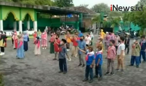 Video Sekolah Tatap Muka dan Kegiatan Ekstrakurikuler di Sidoarjo