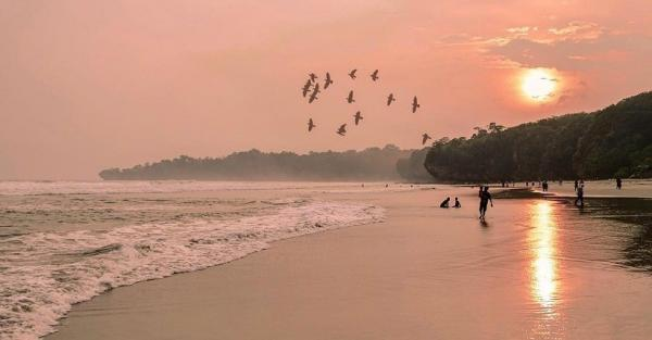 5 Keindahan Pantai Sawarna di Banten, Pasir Putihnya Eksotis Bikin Susah Move On